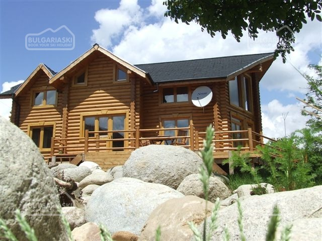 The Green Pine Chalet1