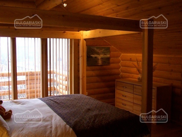 The Green Pine Chalet9