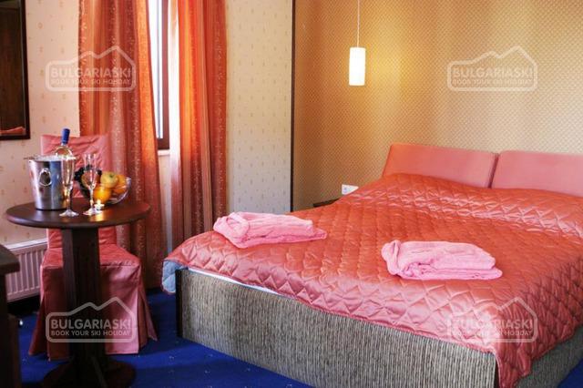 Friends Hotel13