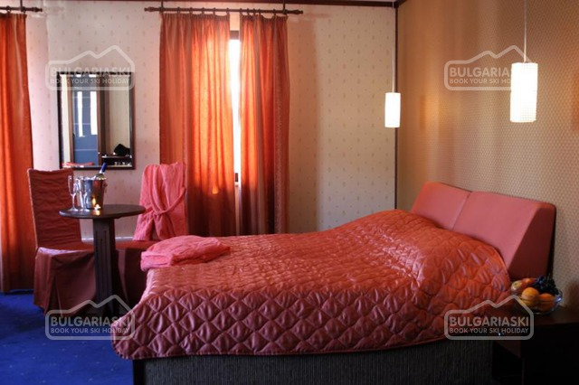 Friends Hotel17