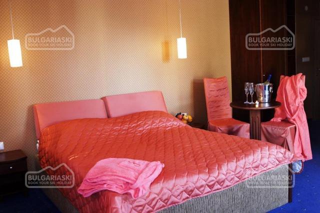 Friends Hotel18
